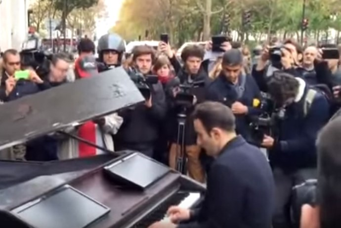 Watch the moment a pianist plays 'Imagine' on the streets of Paris