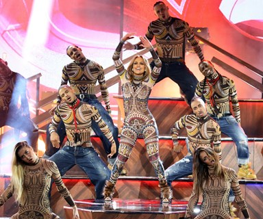 Jennifer Lopez and Kiwi dancers open AMAs with stunning performance