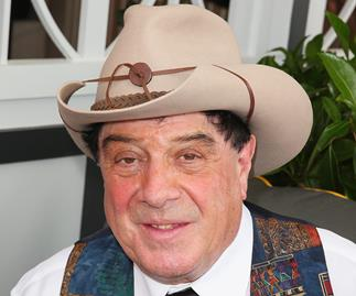 Molly Meldrum's triumphant comeback at the Logies!