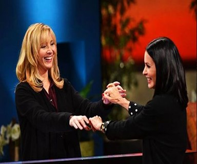 Courteney Cox and Lisa Kudrow play 'Friends' trivia game show