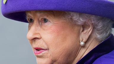 Concerns mount as The Queen cancels her Christmas travel plans