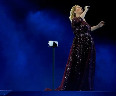 Fan receives special hand written note from Adele at Auckland show