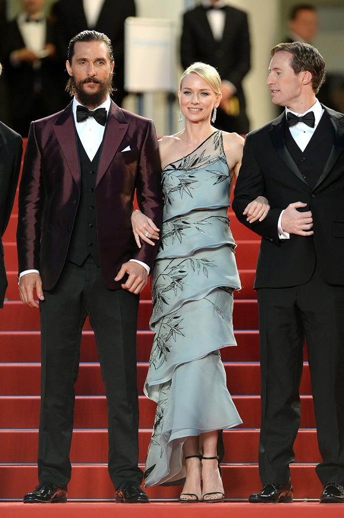 Despite the bad reviews, Naomi Watts looked elegant in her Armani tiered dress. And no, there weren't any pictures of her not being flanked by her handsome co-stars... well, who could blame her.