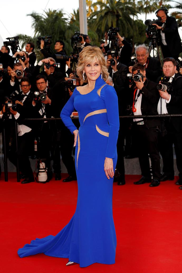 She's 77? Jane Fonda wowed the crowds in a Atelier Versace electric blue gown with cut outs... seriously, 77?!