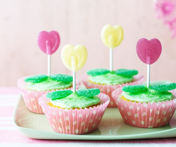 Lollipop cakes from [BUMPER BOOK OF KIDS CAKES.](https://www.magshop.com.au/bumper-book-kids-birthday-cakes)