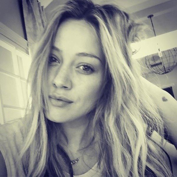 Hilary Duff is coming clean-faced in this unapologetic cafe selfie.