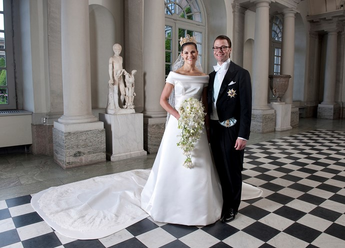 Her elder sister, Crown Princess Victoria's gown was much more traditional. Made of duchess silk and designed by Pär Engsheden, it came with a five meter long train. She wore her family's heirloom tiara, the Cameo Tiara, which all the women in her family have worn at their weddings.