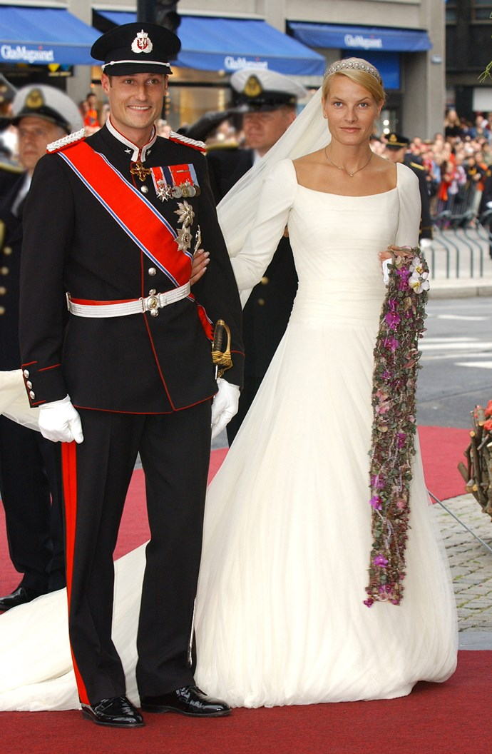 "Mette-Marit Tjessem Høiby, a single mother, married Crown Prince Haakon in a silk crepe gown with a 20-foot veil. Instead of a traditional bouquet, Mette-Marit carried a ""stream of flowers"". She wore the Dynasty Daisy tiara."