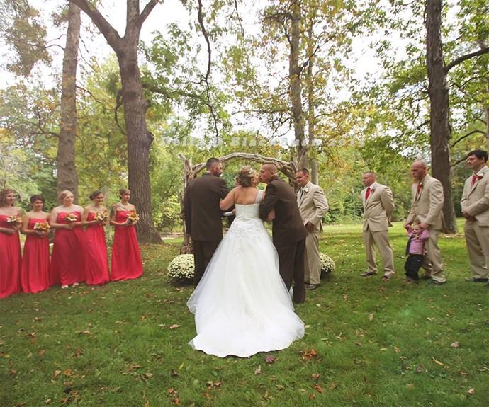 "Todd gives his daughter a kiss. / Image via [Delia D Blackburn](https://www.facebook.com/Delia-D-Blackburn-Photography-673664349370045/timeline/ target=""_blank"")."