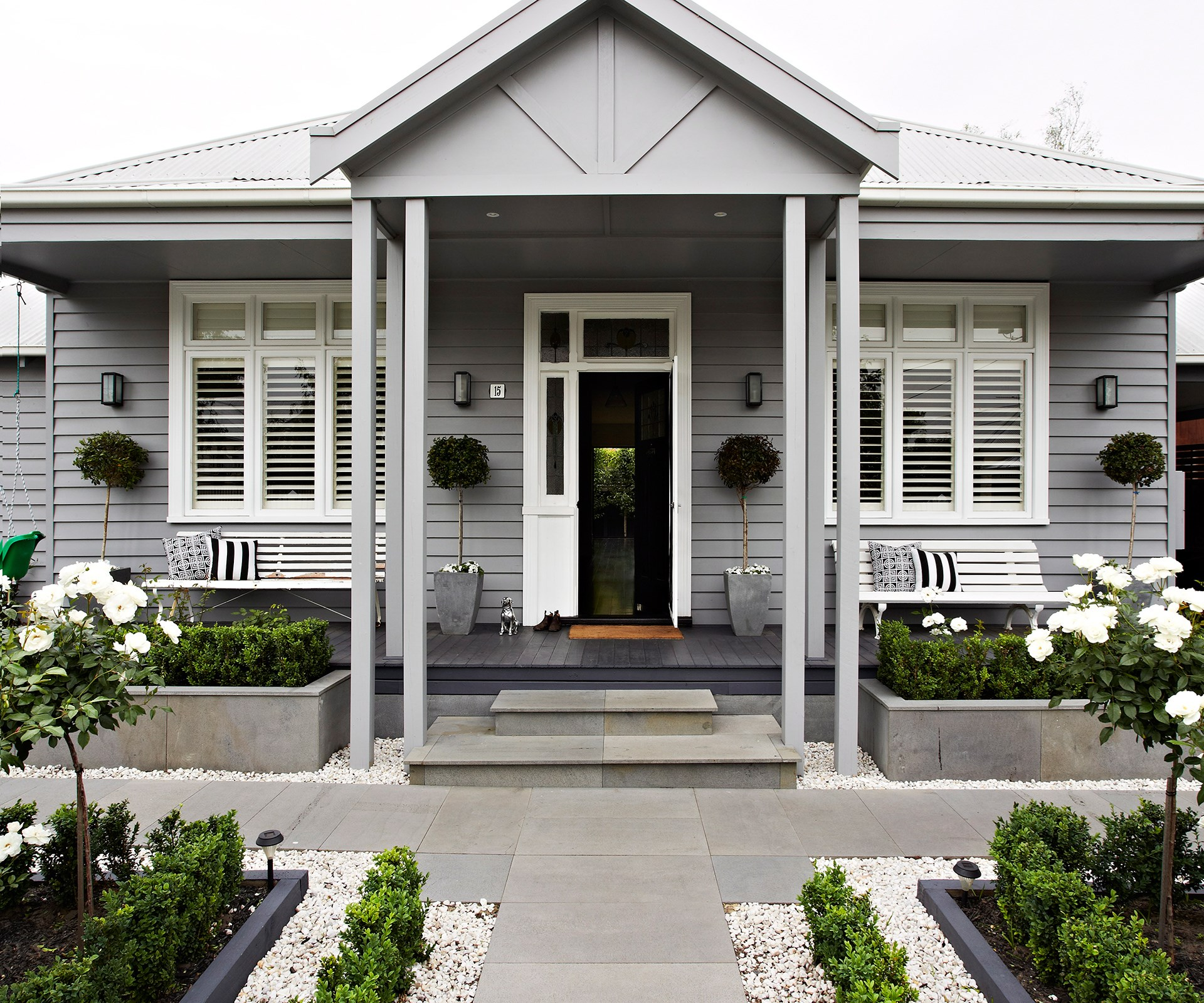 "Create a home that turns heads by [transforming your front garden](http://www.homestolove.com.au/hello-beautiful-how-to-create-a-welcoming-front-garden-1771|target=""_blank"") to boost the curb appeal of your home. Photo: Armelle Habib / *homes+*"