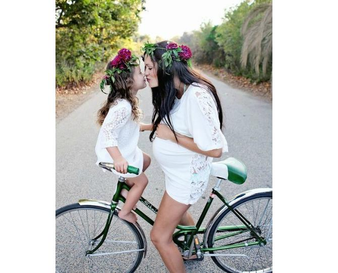 We're not sure what's cuter; these matching floral crowns, or this Mum and daughter's Eskimo Kiss!