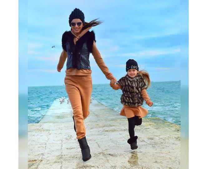 """Mum and daughter #twinning outfits can be high fashion too! Image via [@anechka_m](http://instagram.com/anechka_m