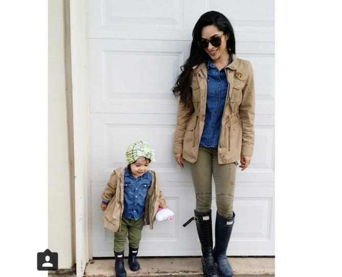 """Cheer up your mummy daze with matching outfits from head-to-toe. Talk about mini-me! Photo via [@babyellestyle](http://instagram.com/babyellestyle