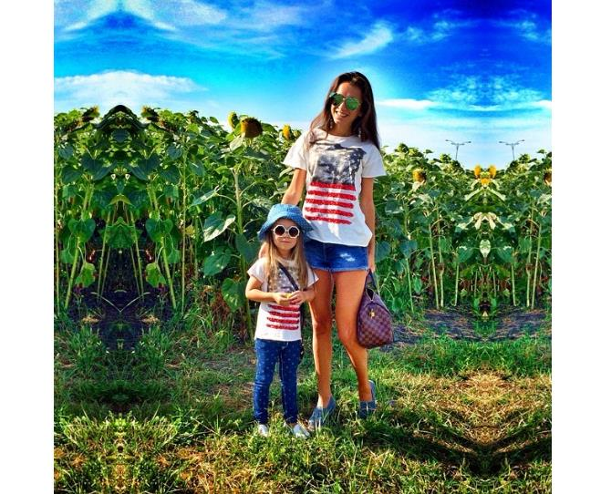 """Nothing screams tragic 'Tourist' more than an American Flag t-shirt. But it all turns adorable when your little girl wears the same tee! Photo via [@anechka_m](http://instagram.com/anechka_m
