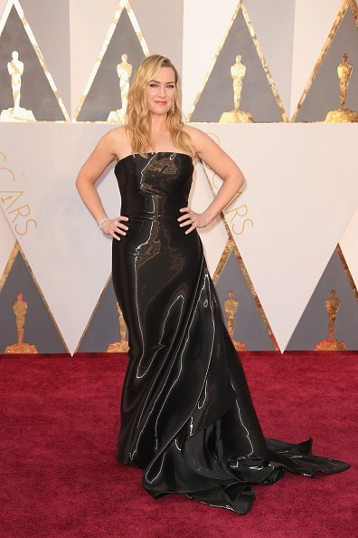 Kate Winslet arrives at the 88th annual Academy Awards.