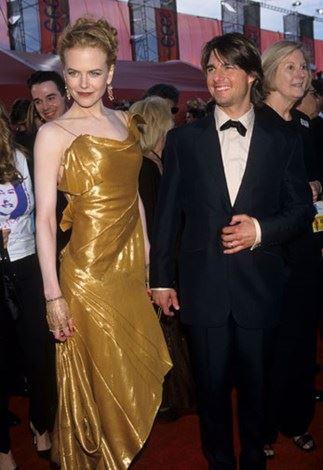 Dressing like an Academy Award at the Oscars in 1997.