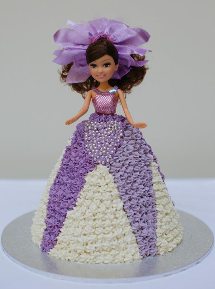 This reimagined Dolly Varden cake, made by Debbie Wilson, is what pipe-cream dreams are made of.