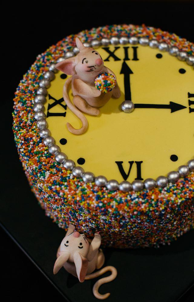 Tick tock, this Hickory Dickory Clock, made by professional bakery Shakespear's Cakesphere, rocks!
