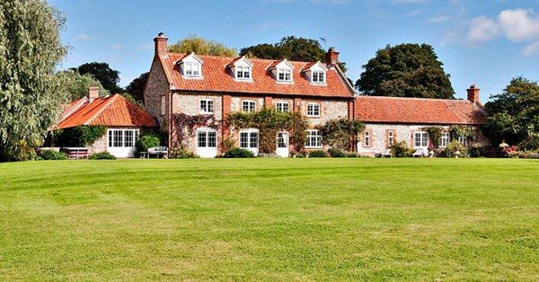 Is This 6 3 Million Mansion Prince Harry S New Bachelor