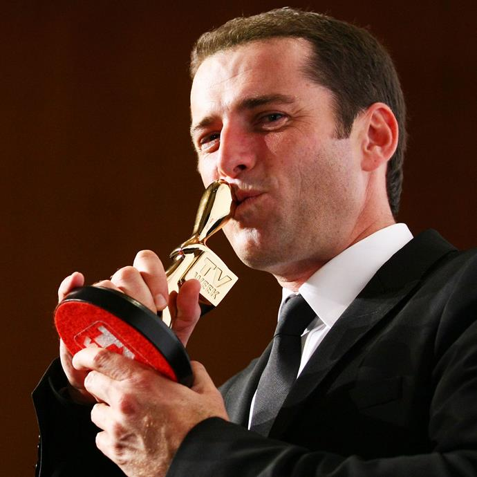 Karl ringless winning a Gold Logie in 2011. PHOTO: Getty