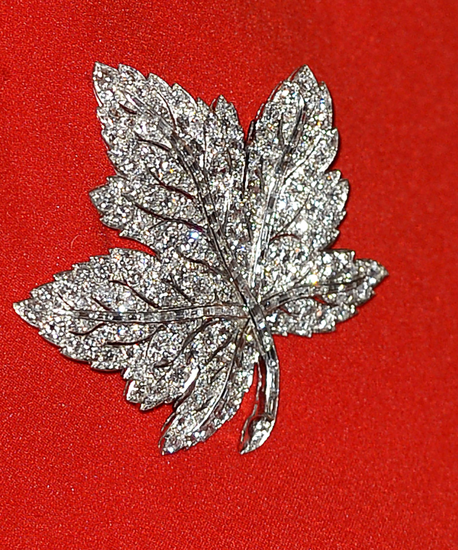 Catherine's brooch belongs to the royal family, and was given to the late Queen Mother by her husband, King George VI, to mark the state visit to Canada in 1939.