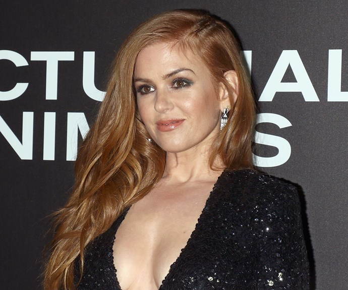 """**Isla Fisher's** micro braid (see it by her parting?) is a lesson in small details having a big impact. It's the kind of thing you can quickly do at the end of a long day before you head out to dinner without having to commit to hours of mirror time. Simply section an inch-wide piece by your parting and tightly braid your hair until you get to the back of your head. You'll need a clear elastic on hand to secure and then you can tuck the ends in amongst the rest of your hair. Try [Oscar Orsen Hair Elastics Polyband Clear](https://www.woolworths.com.au/shop/productdetails/608795/oscar-orsen-polyband-clear