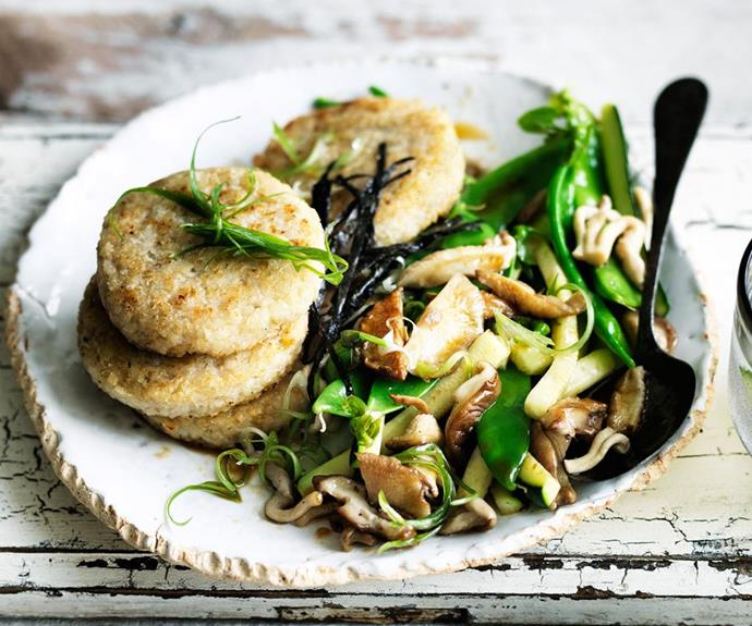 """[Rice cakes with zucchini and mushrooms](https://www.womensweeklyfood.com.au/recipes/rice-cakes-with-zucchini-and-mushrooms-29412