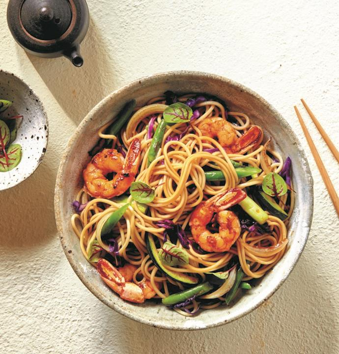"""**[Prawn, red cabbage, zucchini and ramen stir-fry](https://hakubaku.com.au/recipe/prawn-red-cabbage-zucchini-ramen-stir-fry/