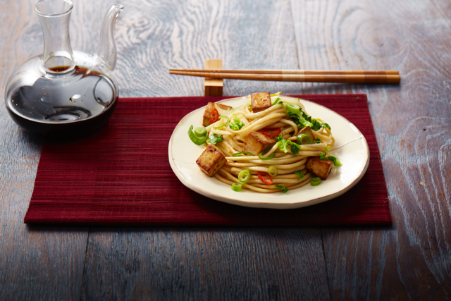 """**[Tofu, chilli and udon noodle stir-fry](https://hakubaku.com.au/recipe/tofu-chilli-and-udon-noodle-stir-fry/