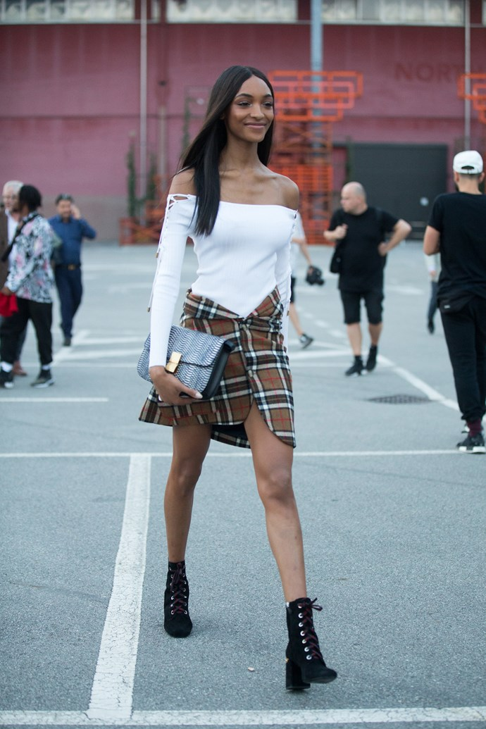 Jourdan Dunn strolls between shows looking as runway-ready as ever, because Jourdann.