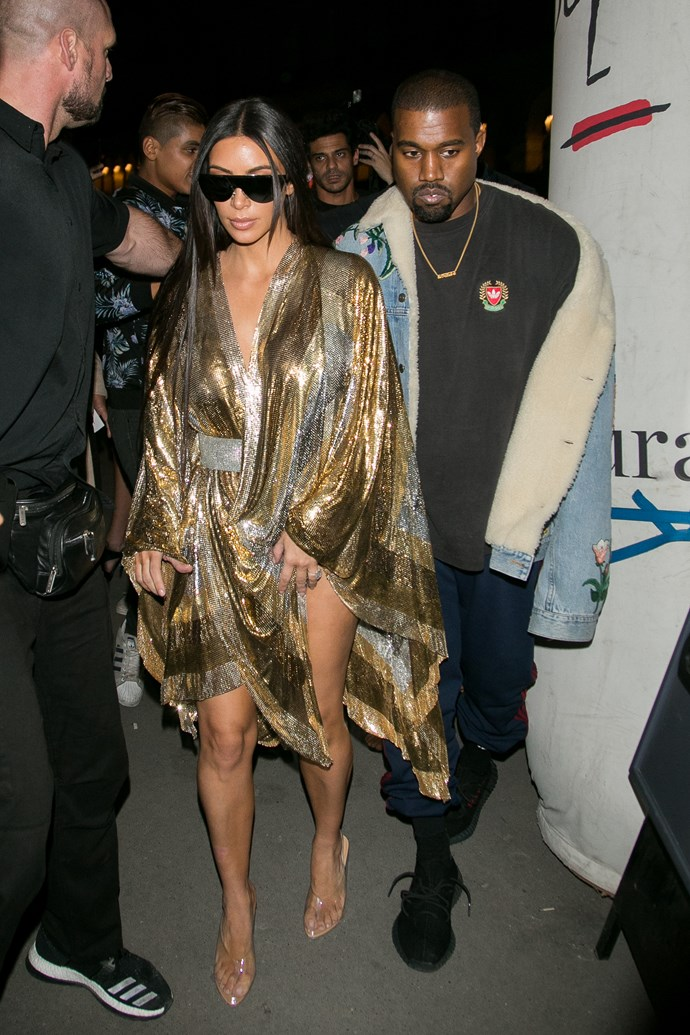Kim Kardashian just channelled vintage J.Lo at Paris Fashion Week wearing this glam kaftan number and WOAH! Jenny would be proud AF.