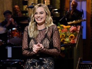 Margot Robbie hosted SNL and absolutely SLAYED IT