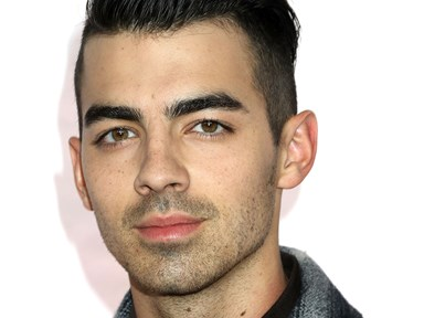 Joe Jonas continues to be a total douche about the Ashley Greene virginity story