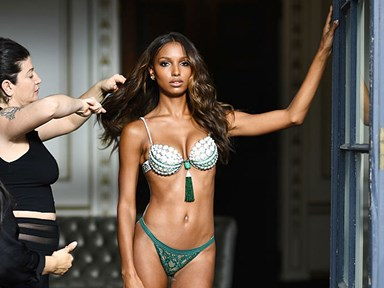 Victoria's Secret releases un-retouched pictures of an Angel rockin' stretch-marks