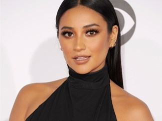 INCOMING: Shay Mitchell just launched 7 eyeshadow palettes with Smashbox
