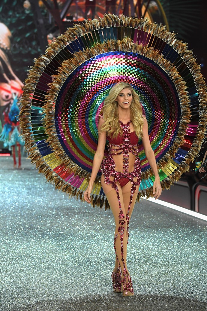 Devon Windsor's outfit was turnt.