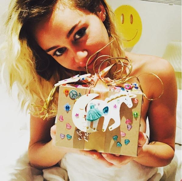 For Miley's birthday, Liam filled her bed with balloons and flowers and really, really, really killed it with the gift inside the box: a rainbow ring.
