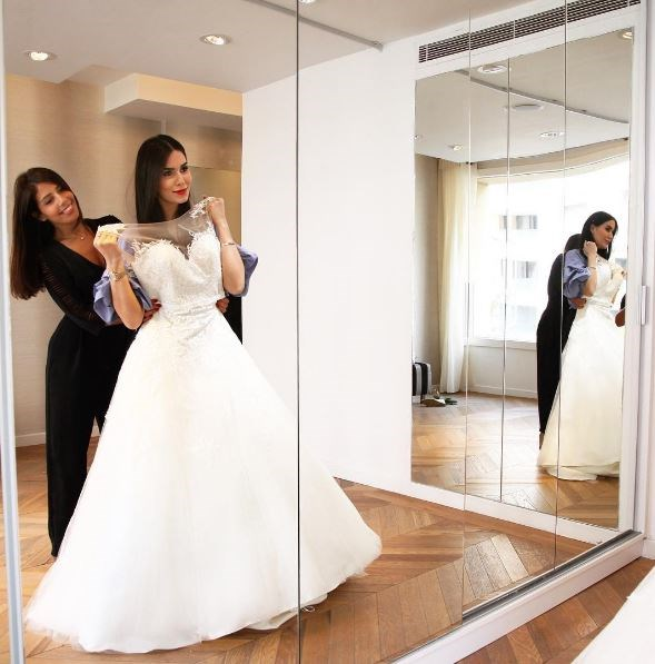 Dana started by sussing out the dresses at wedding shops, only to find they weren't really her thang so she decided to go for plan B.