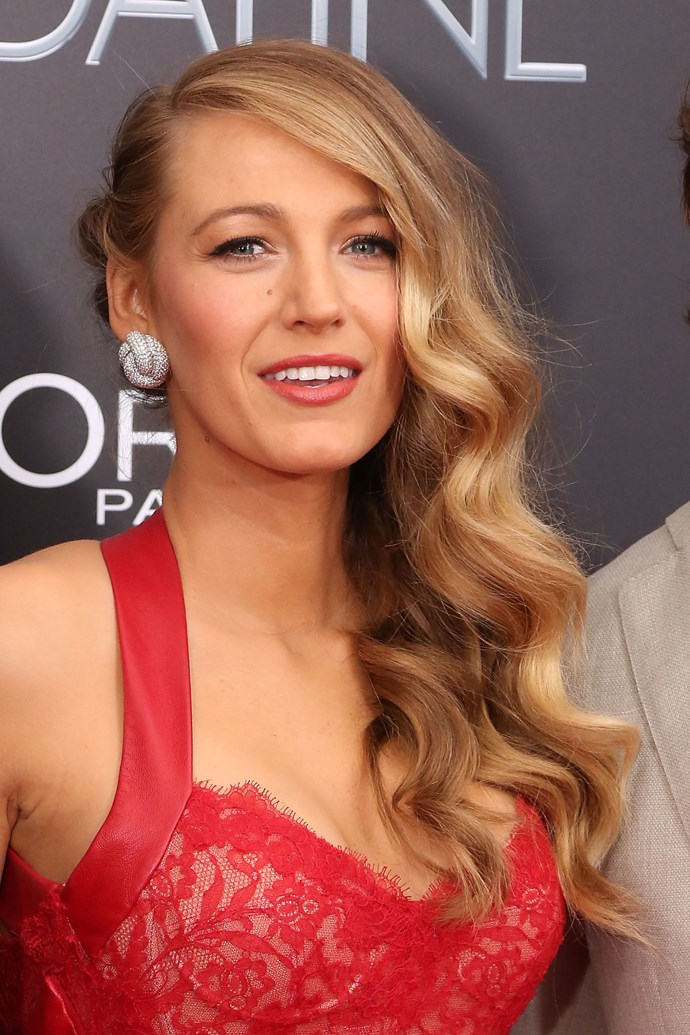 **DARK GOLD LENGTHS**   Hello Goldilocks hair... Can we all just take a moment for Blake Lively's dreamy gold mermaid waves?