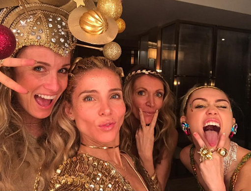 Elsa Pataky posted a pic of her friend, sister-in-law Samantha Hemsworth and future sister-in-law Miley Cyrus. We LOVE Sam and Miley's matching DGAF poses.