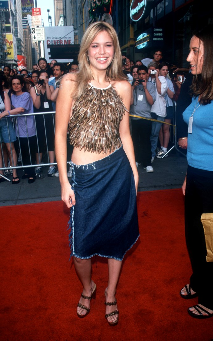 To keep up with the ~sexiness~ of her song *Candy*, Mandy went for a frayed denim skirt and plenty of hip bone.