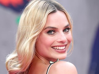 Margot Robbie looks completely different on the set of her new film