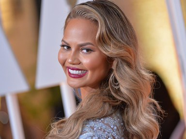 Chrissy Teigen in hit and run accident, sends hilarious tweets right after