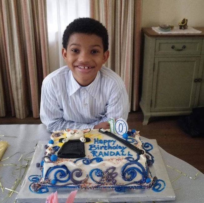 Actually can't deal with the intense level of cuteness in this photo of Lonnie Chavis aka Randall-as-a-child.