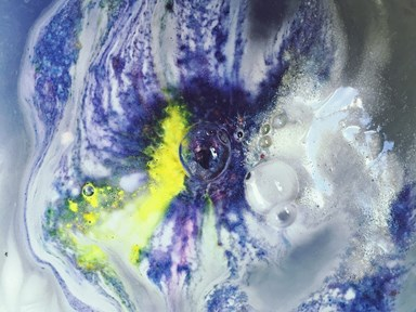 19 insanely satisfying and mesmerising videos of bath bombs dissolving