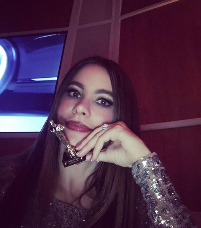 Sofia Vergara stole a mini Oscar.