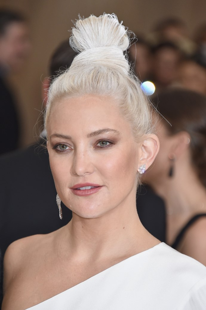 Did Kate Hudson get caught in an avalanche on her way to the ball?