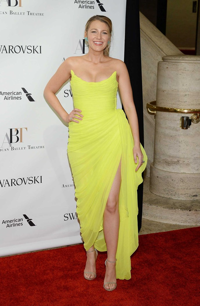 Blake Lively wore this TDF neon yellow Oscar de la Renta gown like it ain't no thang and holy hell her cleavage is #goals.