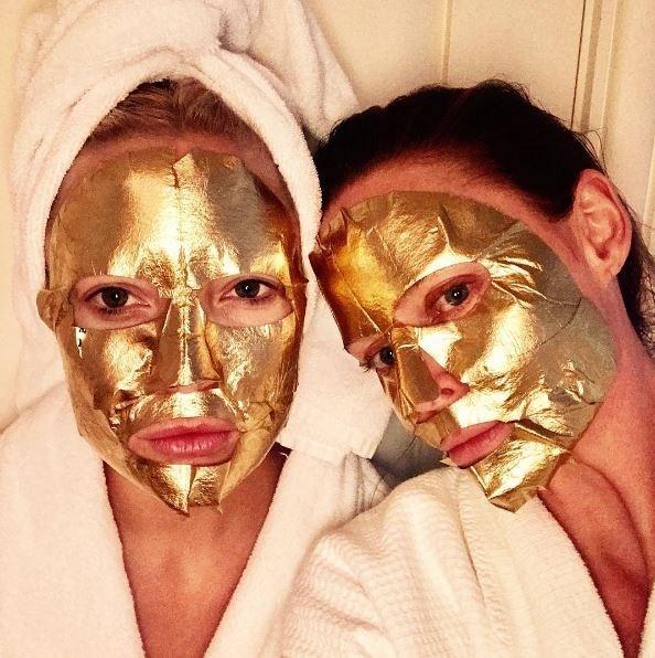 **The full face foils**  ~ futuristic glam~   *@Stellamccartney](https://www.instagram.com/p/BTkJ6Ialg60/?taken-by=stellamccartney)*