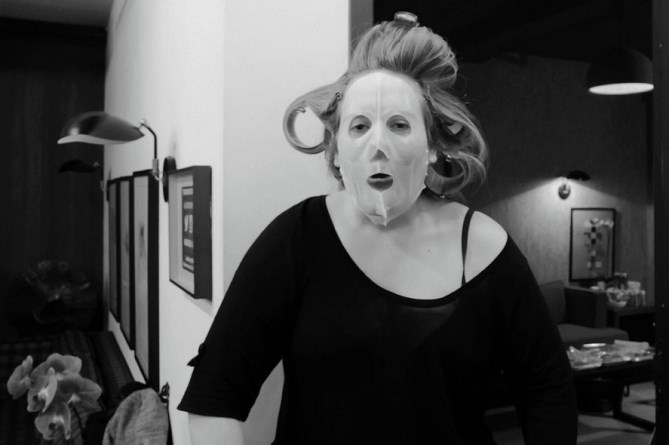 """And this, because Queen Adelle DGAF about how gram-worthy her mask is and we love her for it.    *@[Adele](https://www.instagram.com/adele/?hl=en